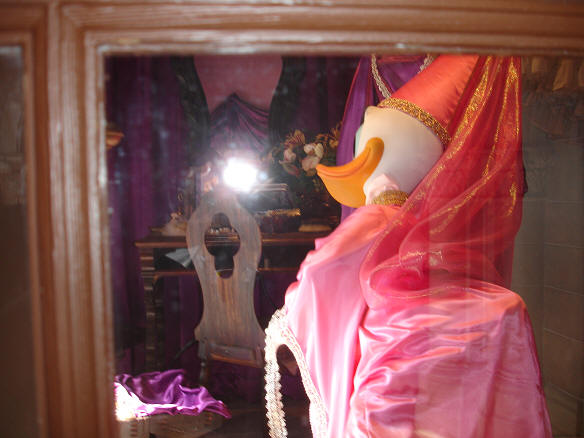 Daisy Duck Lady in Waiting