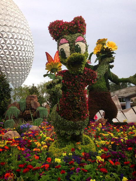 Daisy Duck topiary