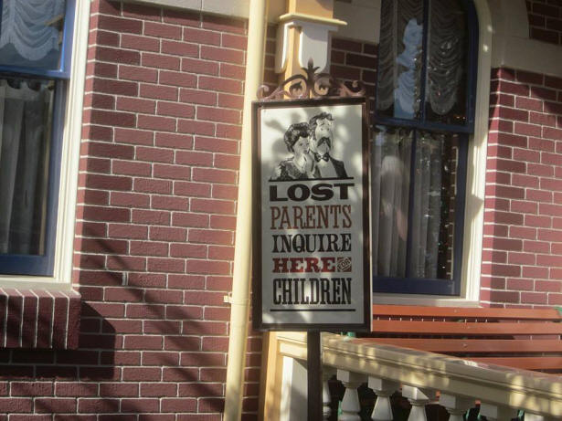 Disneyland lost parents