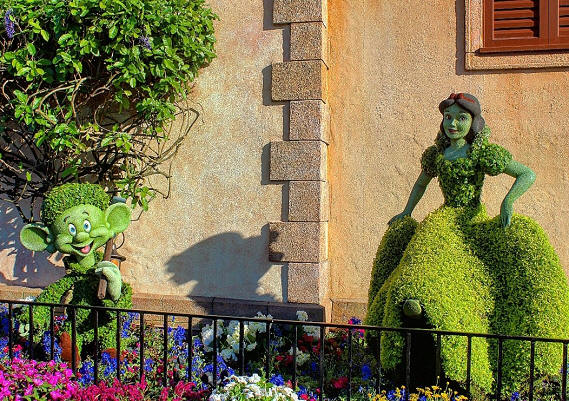 Snow White and Dopey Topiary