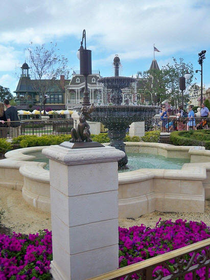 Main Street fountain