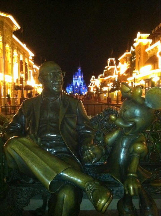 Picture of the Day Sharing the Magic Statue