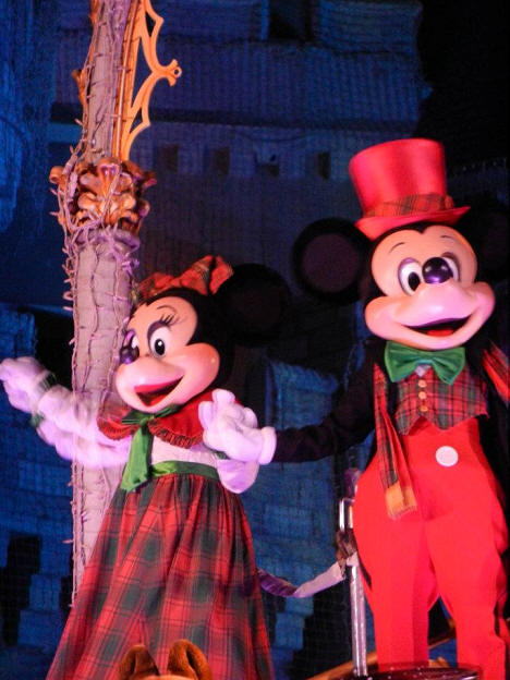 Picture of the Day Mickey and Minnie in Holiday apparel