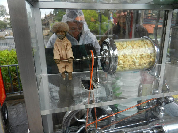 Davy Crocket Popcorn Cart Disneyland